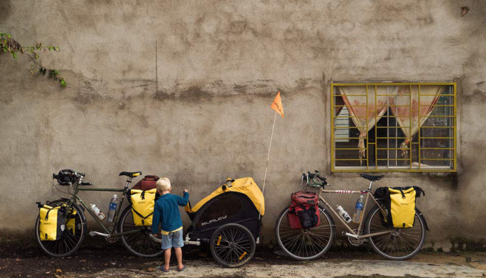 Burley Honey Bee Bike Trailer Review_FI